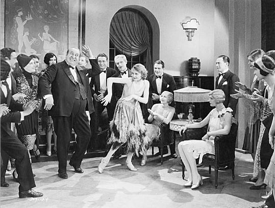 Danse Charleston dans un salon